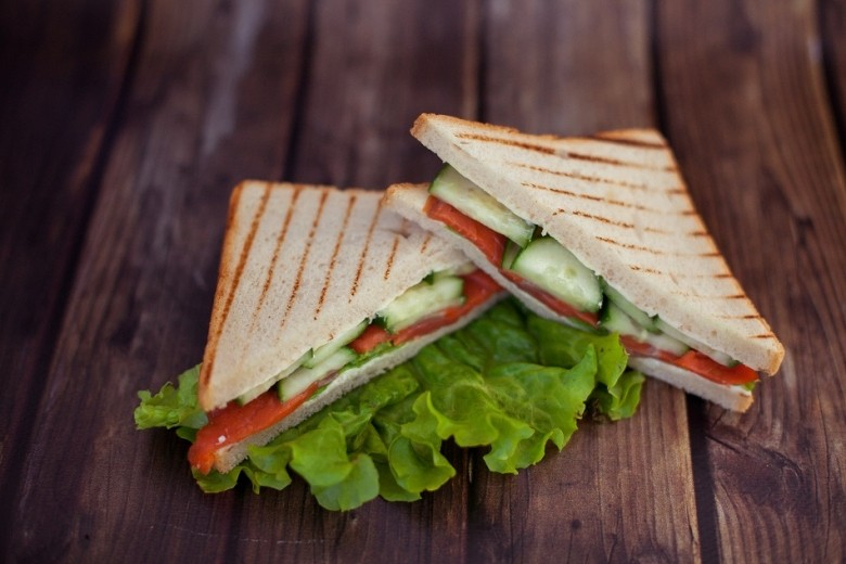Low Carb Recipe: Lemon and Herb Roasted Turkey Sandwich